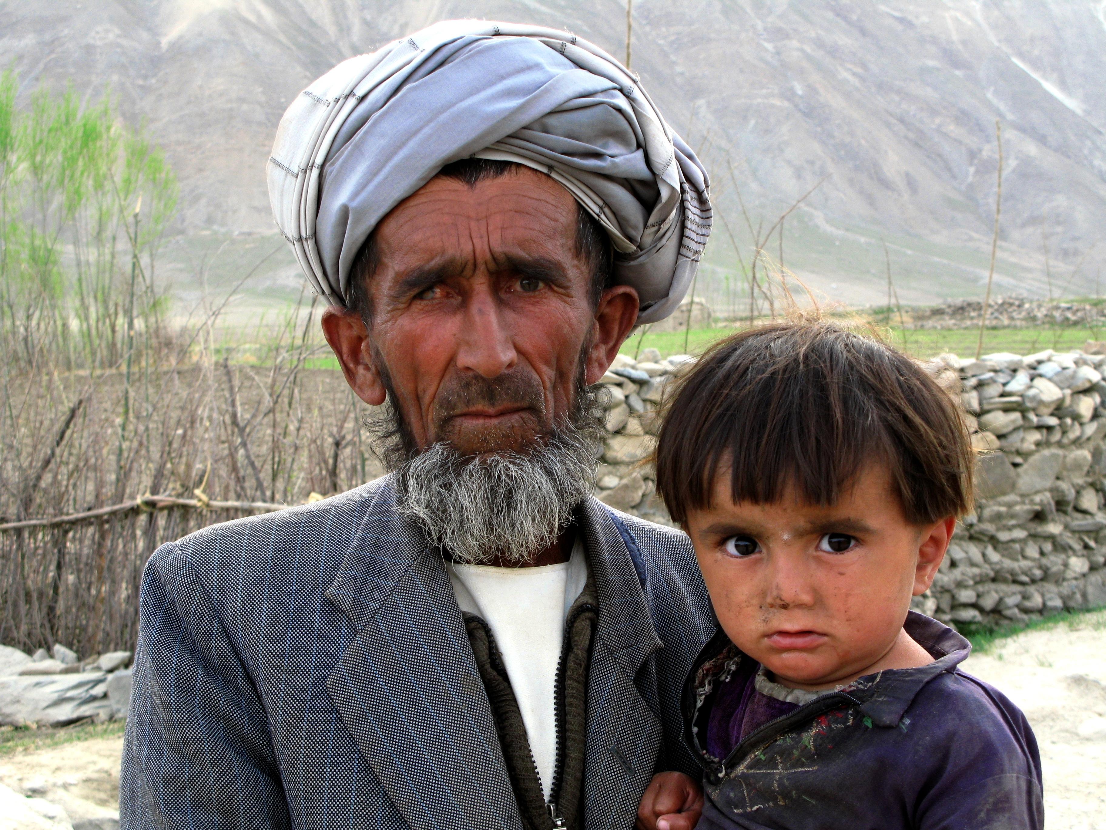 Far och son, Badakhshan, foto Bo Lambert