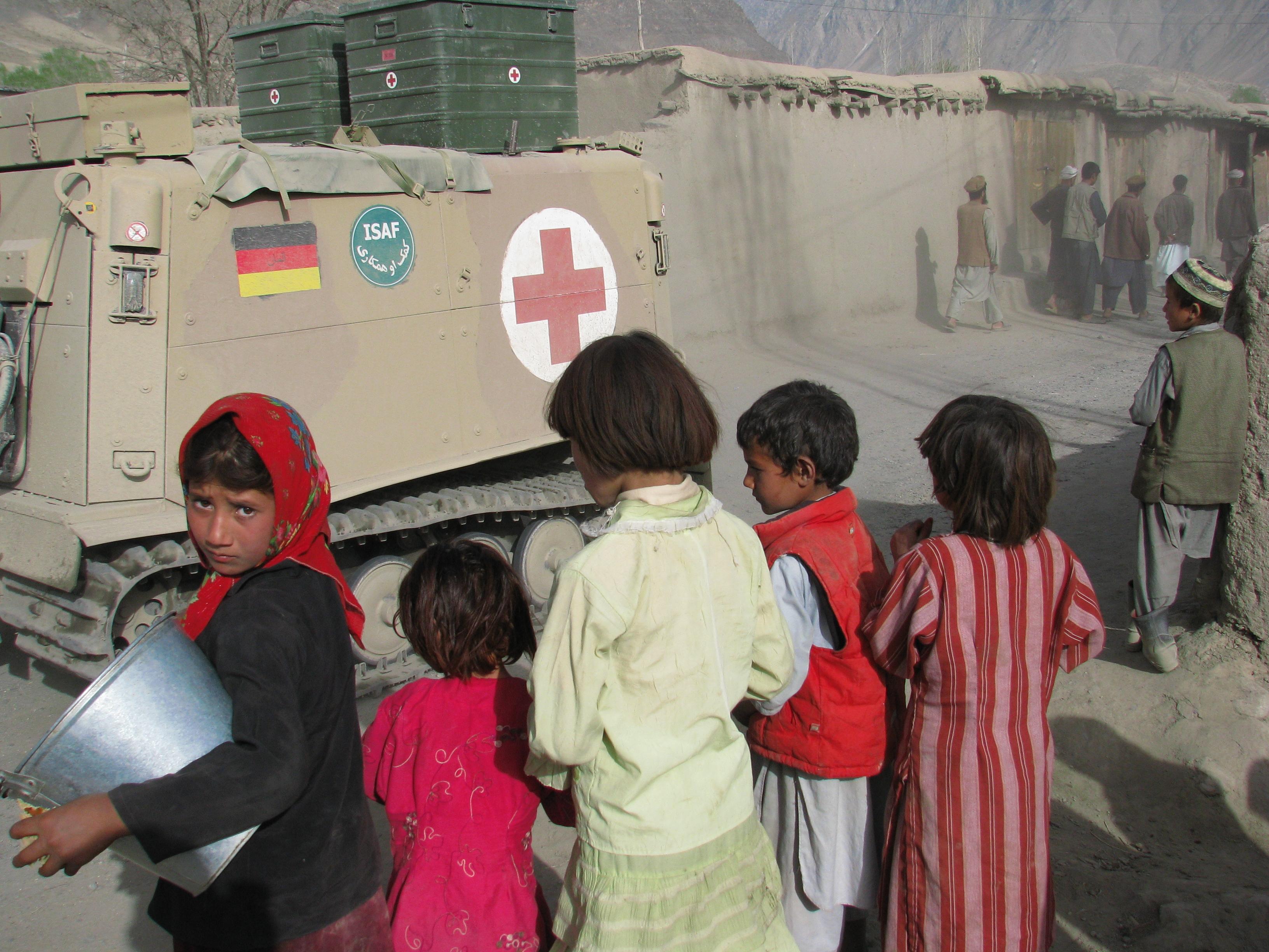 Flickan vid fronten, Faizaba, foto Bo Lambert