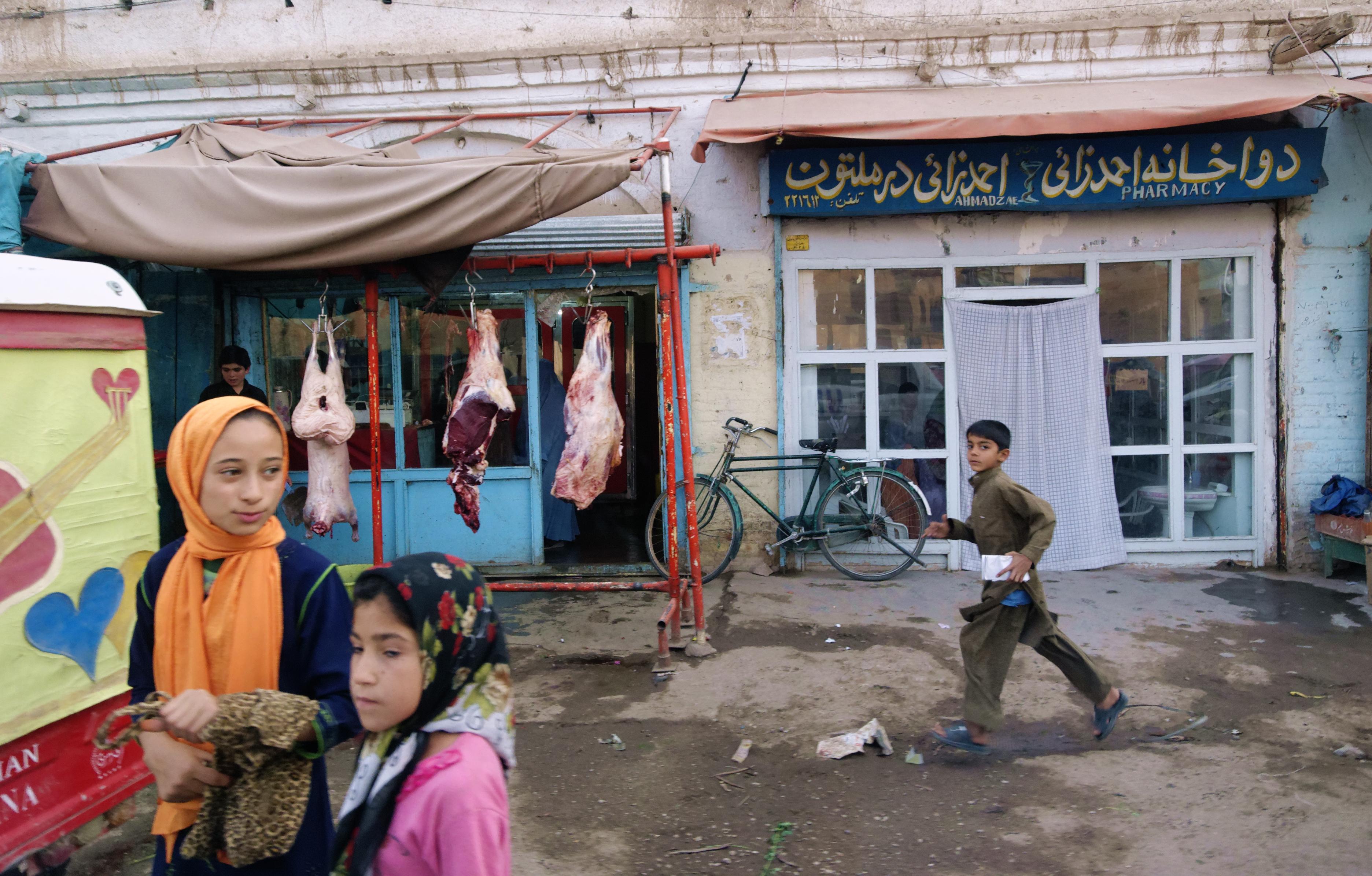 Pojken-springer-Herat, foto Bo Lambert