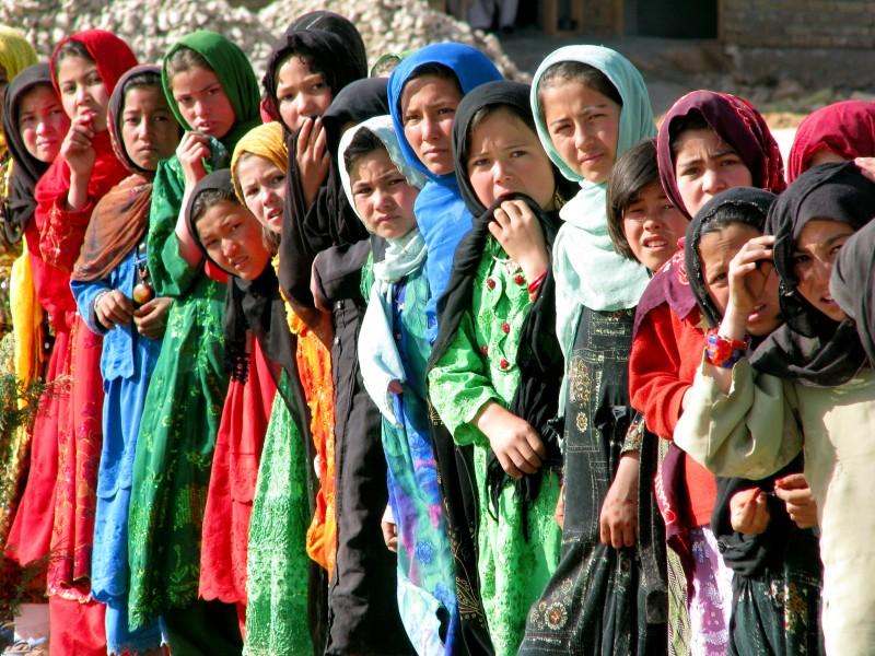 Skolflickor, Baghlan, foto Bo Lambert