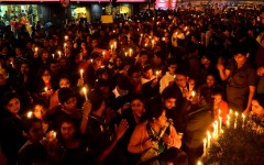 Vaka på Delhis gator under tiden då Jyoti svävade mellan liv och död efter den uppmärksammade gruppvåldtäkten. Foto: Sujoy Dhar/IPS