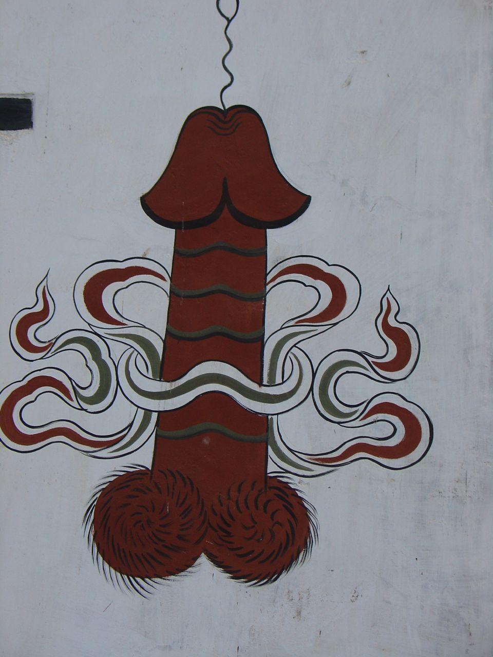 """En bhutanesisk säregenhet är det som kan beskrivas som en vida spridd snoppallmogekonst. Den har sitt ursprung i legenden om den buddistiske läromästaren Drukpa Kunley, allmänt känd som """"Den gudomlige galningen"""", som i slutet på 1400-talet höll onda andar borta med sin penis.©Wikimediacommons_amanderson2_flickr"""