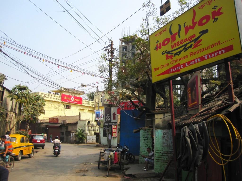 Huvudgatan i Tangra är kantad av kinesiska restauranger. ©Zac O'Yeah