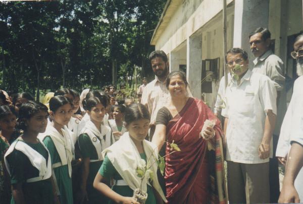 Dr Sayeeda Khan och hennes kolleger i Social Initiative for Human Development
