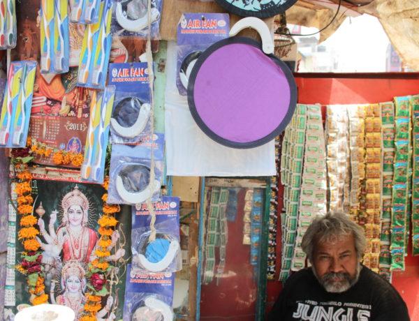 Försäljare med portabel busiess i Old Delhi. Foto Johanna Sommansson.