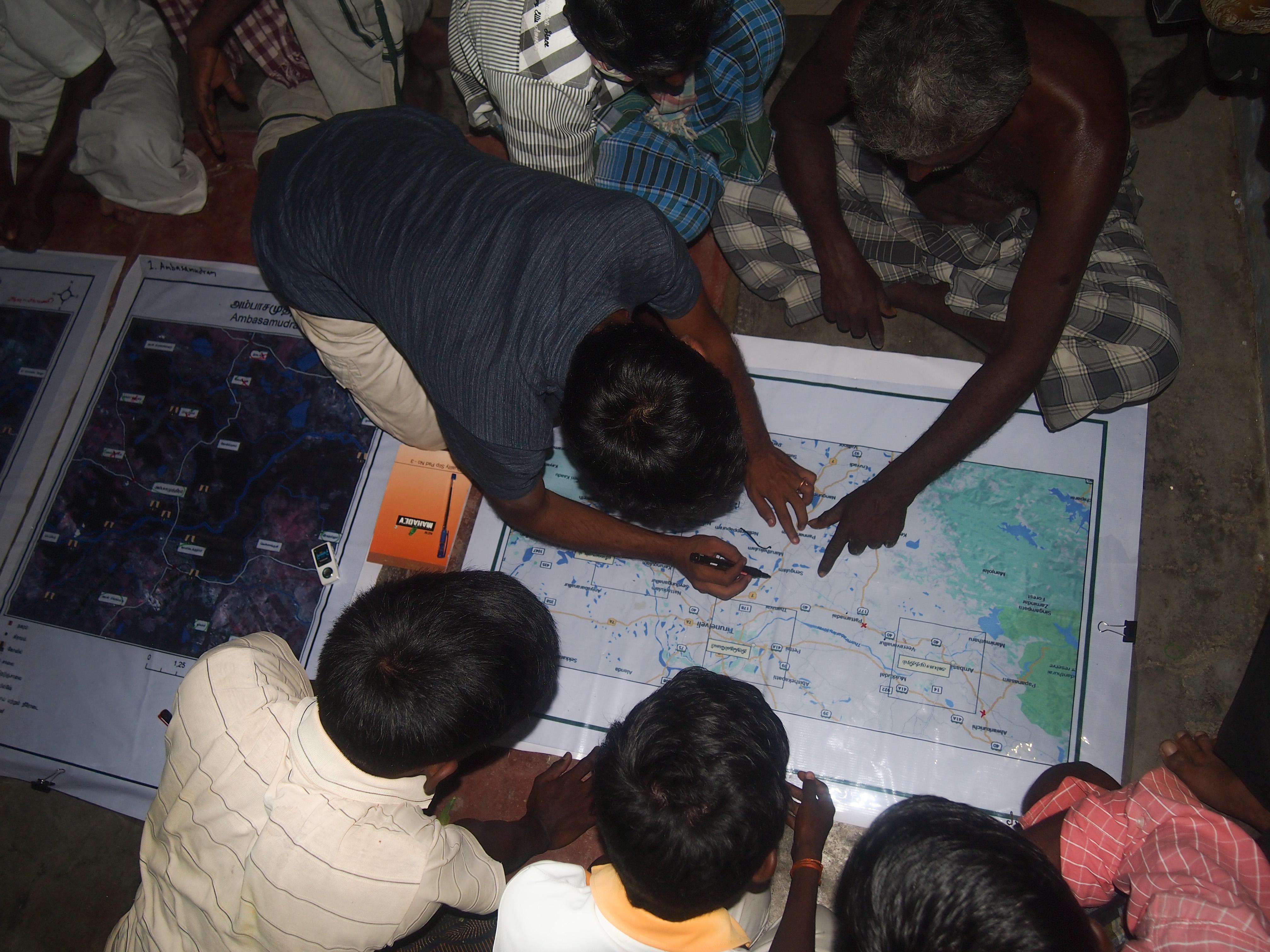 Övning i deltagande kartläggning. Foto Patrick Wennström.