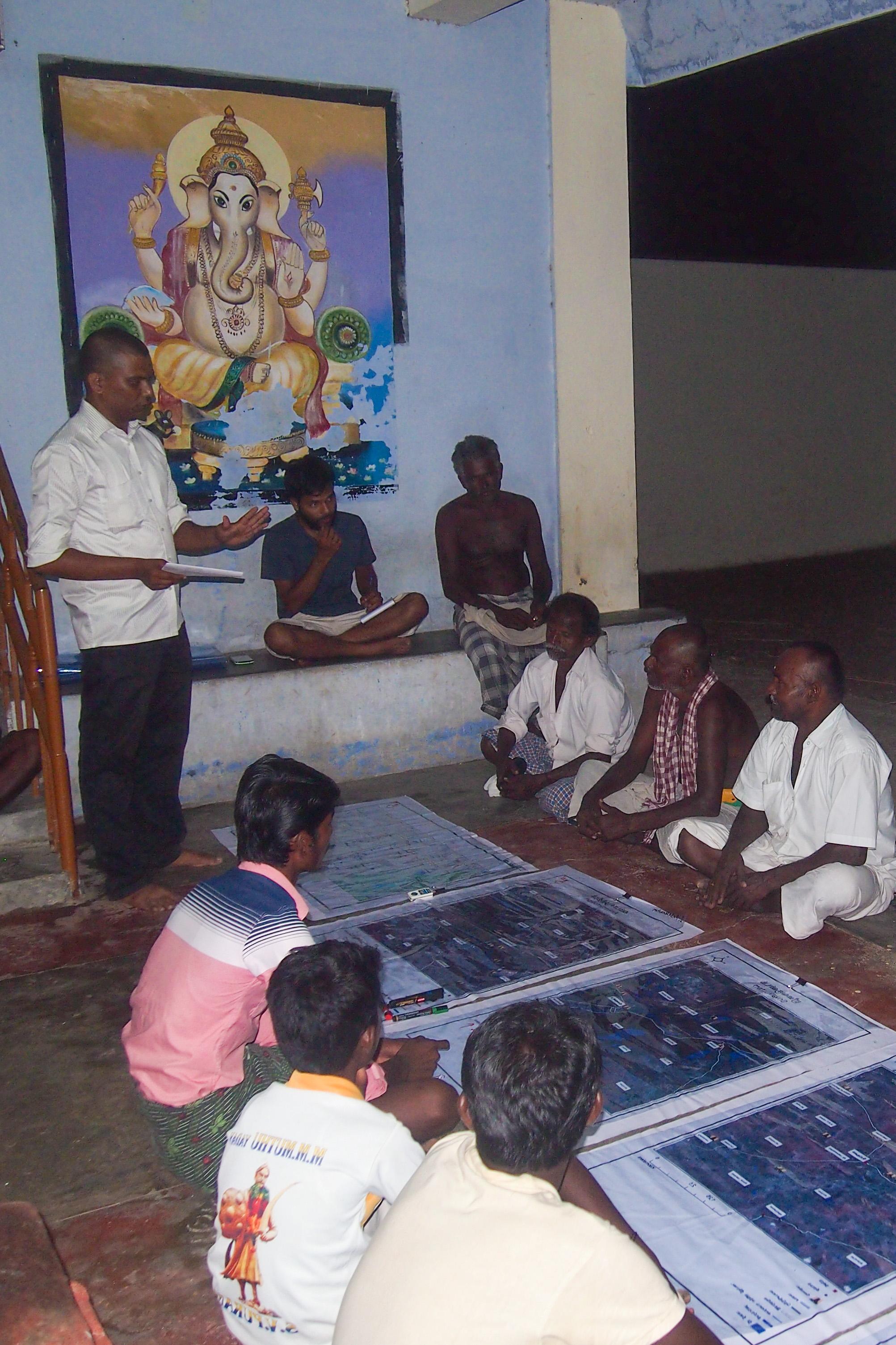 Workshop med herdar i ett litet tempel i byn Peikulam. Foto Patrick Wennström