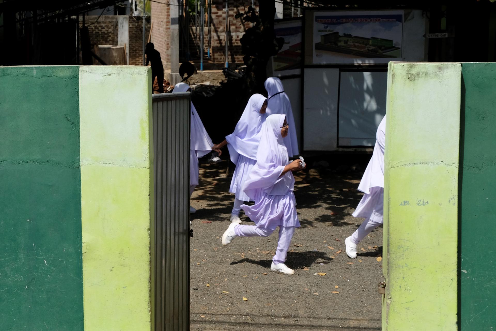 Rast vid en muslimsk flickskola i östra Sri Lanka. Foto: Johan Mikaelsson