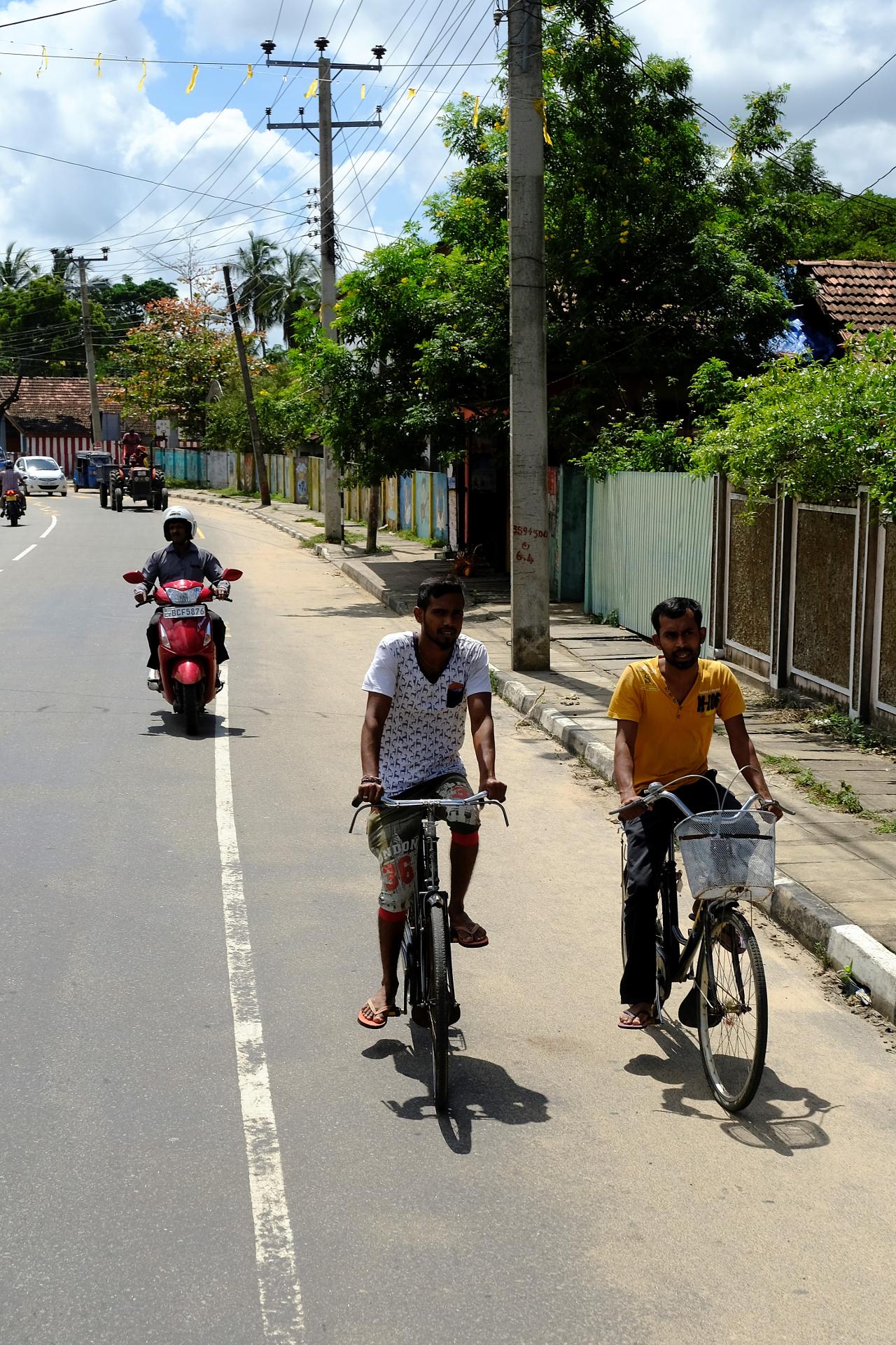 Cykel är ett populärt transportmedel i många småstäder och ger tillfälle för samtal. Foto: Johan Mikaelsson