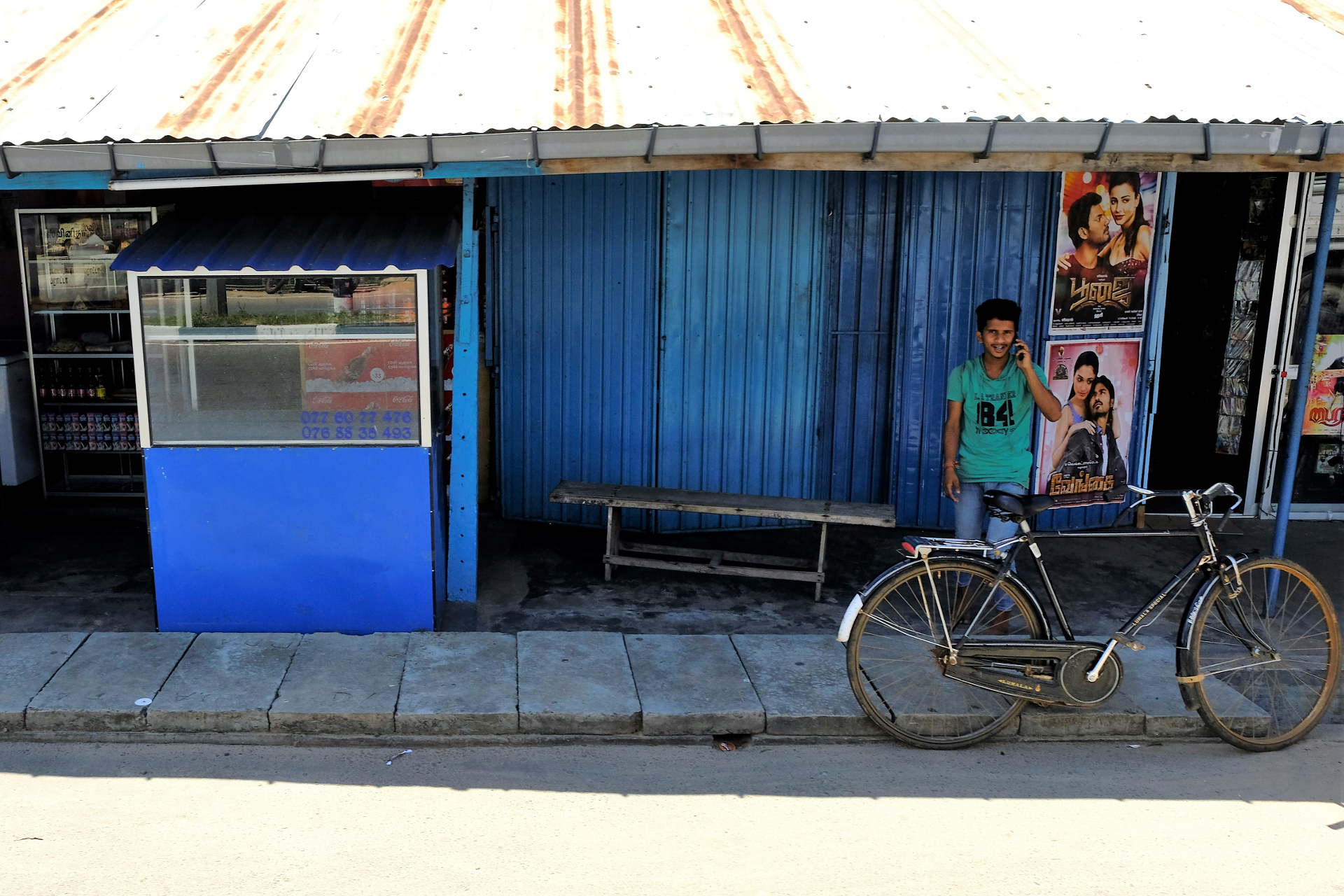 I skuggan vid videobutiken. Foto: Johan Mikaelsson