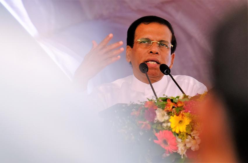 President Maithripala Sirisena och ledande ministrar säger sig följa den åsikt som majoriteten av befolkningen påstås ha: att internationell inblandning i en framtida rättsprocess kring misstänkta krigsbrott ska begränsas till observatörer, alltså inga internationella utredare, åklagare eller domare.