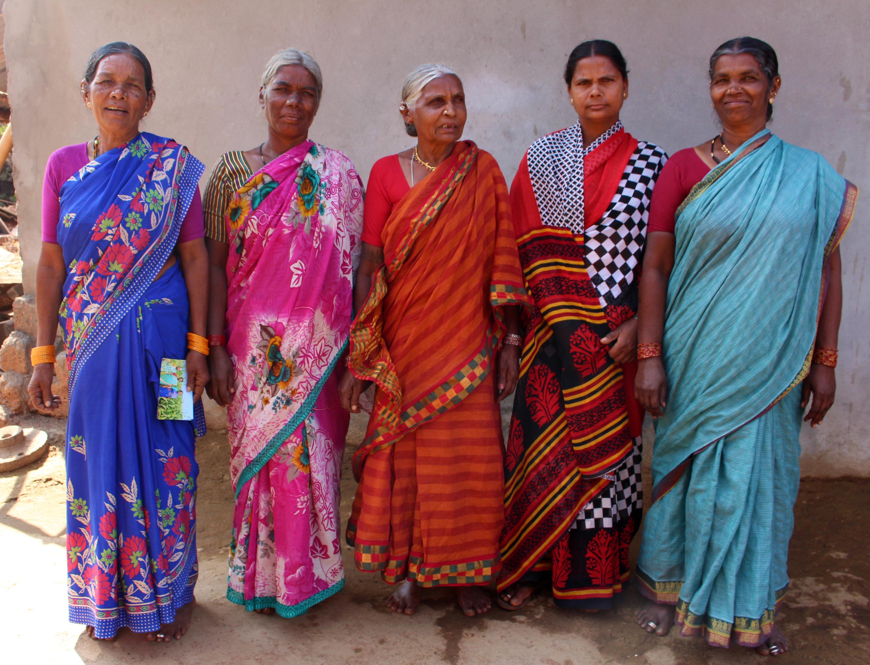 Några av kvinnorna i Chandrammas by som är med i hennes lokala Sangham. Foto Elin Gidlöf.
