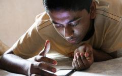 Ungefär 5 miljoner lankeser är idag på Facebook. Under 2016 ökade internetpenetrationen till 30% och den årliga tillväxttrenden för aktiva på sociala media var +50%. Foto; Prabak Saker