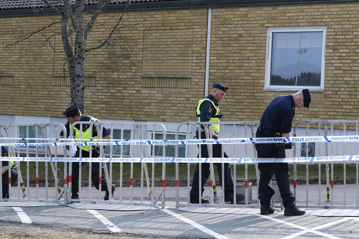 Polisen utför det arbete som krävs för statens myndighetsutövning. Politiska beslut styr vilka som ska få stanna i Sverige. Foto: Johan Mikaelsson