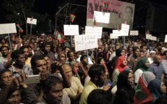 Protesting for political freedom outside the Supreme Court in Malé. Foto: Dying Regime via Flickr, CC BY