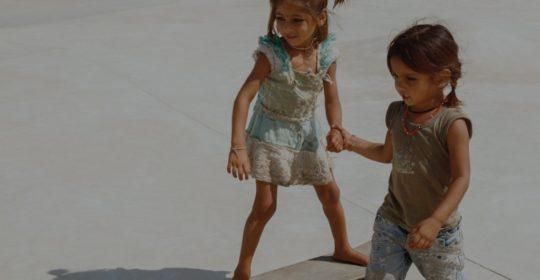 Genom Janwaar Castle kan byns barn mötas på lika villkor samtidigt som de har kul, får motion och förbättrar sin självkänsla. Foto: Janwaar Castle