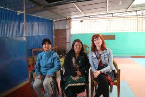 På Satyam Day Care Center i Kathmandu: Pramila Tagore, Shila Thapa och Johanna Sommansson Foto: Robert Larsson