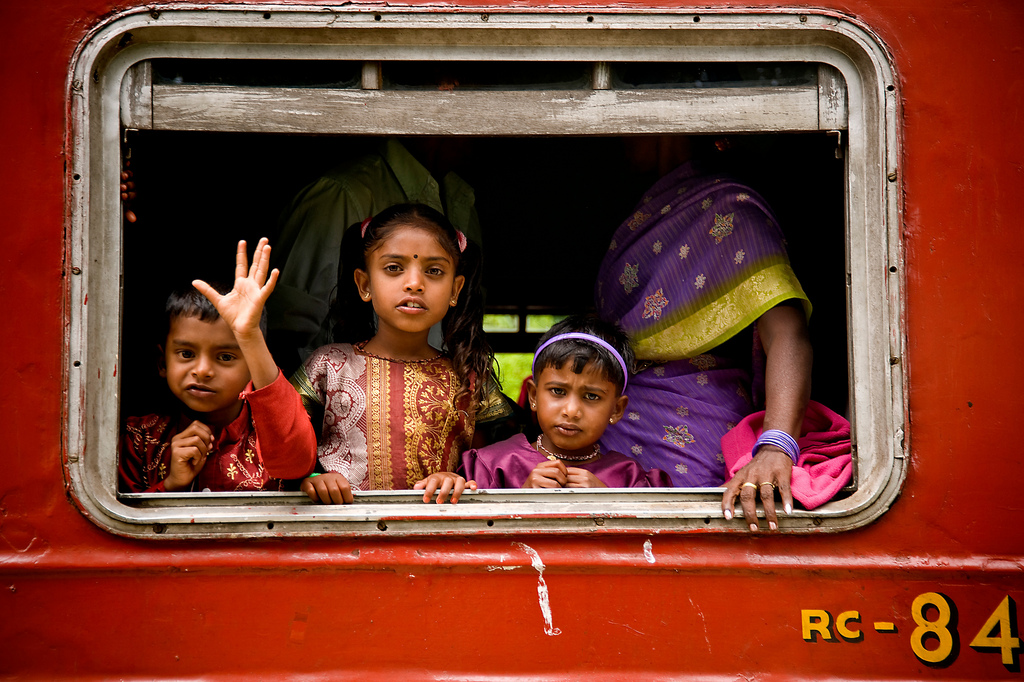 Barnen på bilden har ingenting med texten att göra. Barn i Sri lanka, foto Garret Clarke flickr