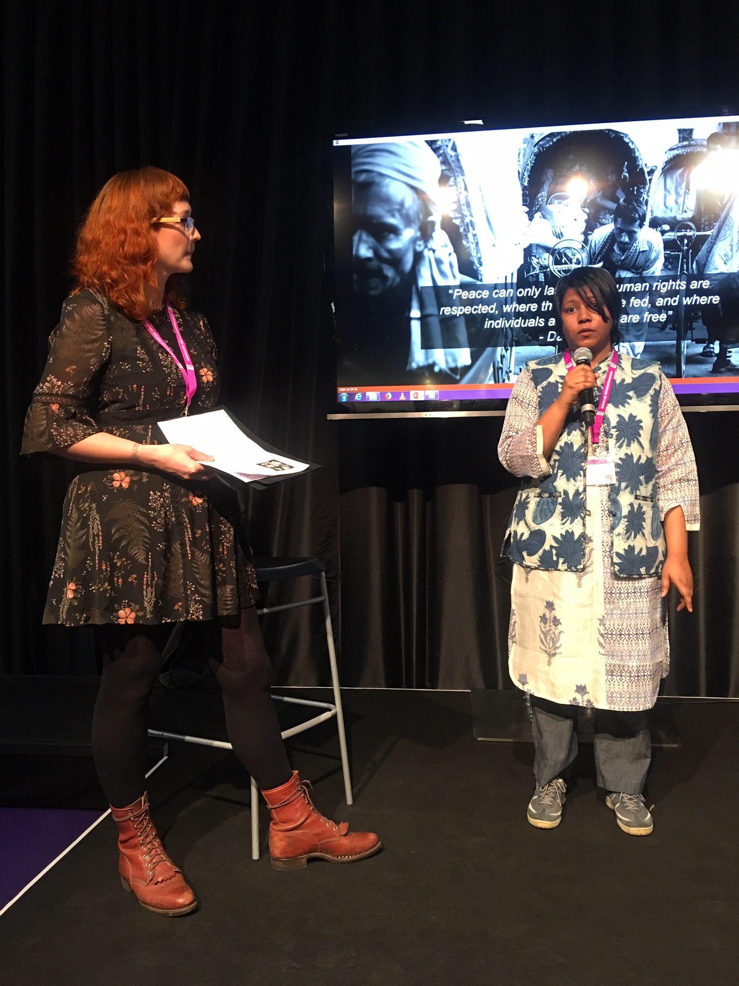 Under Mänskliga Rättighetsdagarna 2018 ordnade Hindu Forum Sweden ett seminarium för att belysa situationen för minoriteter i Pakistan och Bangladesh .Sydasiens Redaktör i samtal med Radjni Gowri och Chaity Rahman. Foto: Beat Lindberg
