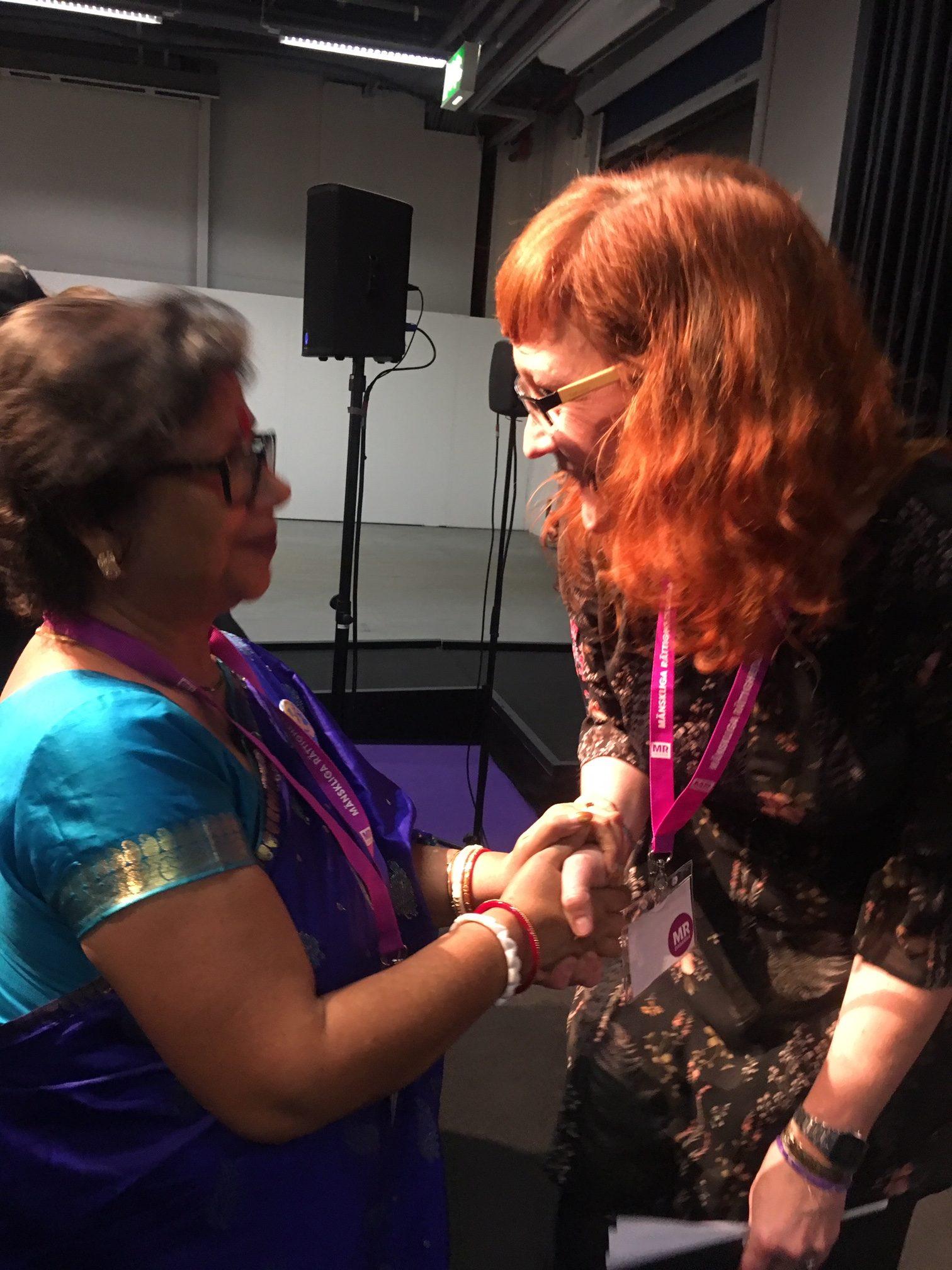 Hindu Forum Swedens ordförande Chitra Paul, arrangerade seminariet som behandlade ämnen som abduktion, tvångskonvertering och tvångsgiften av hinduflickor i Bangladesh och Pakistan. Sydasiens redaktör Johanna Sommansson modererade samtalet. Foto: Beat Lindberg