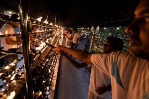 Vesak firas till minne av Buddhas födelse. I år sammanföll högtiden med tioårsjubileet av krigsslutet. Bilden från firande av Vesak i Kandy i maj 2018. Foto: Johan Mikaelsson