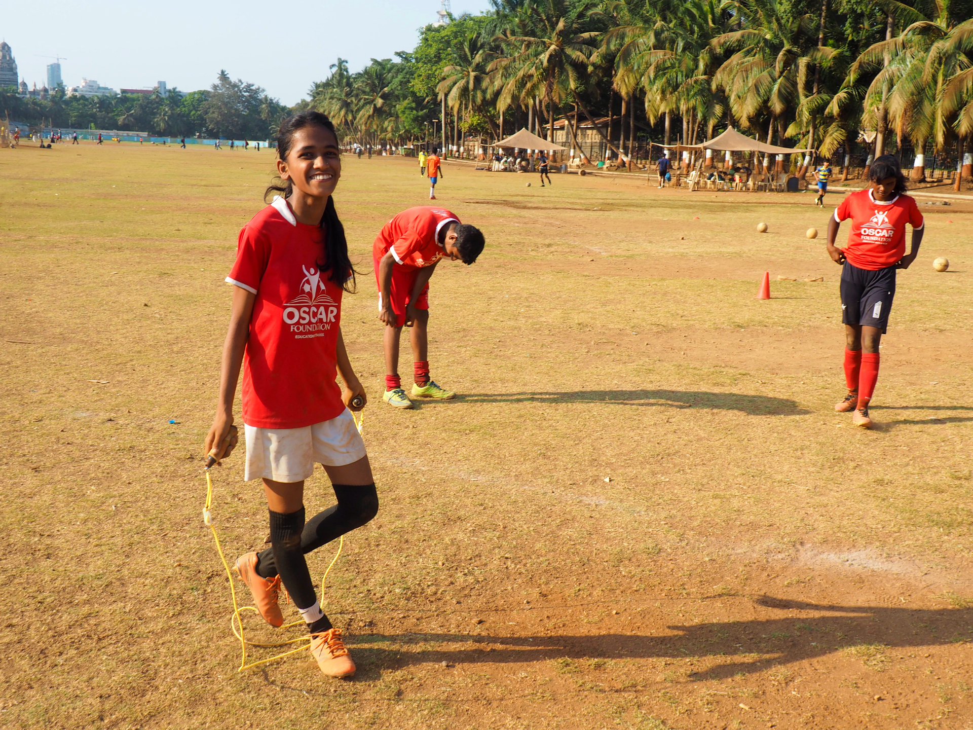 Aarti Rathod var tidigare inte särskilt intresserad av fotboll. Men en vän lockade in henne till sporten. Foto Karl Sundström