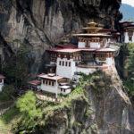 Men det finns dom som motsätter sig den politiska ledningen och öppet ifrågasätter demokratins praktik. Tyvärr så är det då svårt att bo kvar i Bhutan. Partiet Druk National Congress verkar därför från Nepal.