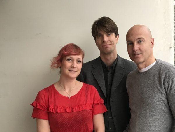 Avgående Chefredaktör Johanna Sommansson tillsammans med efterträdarna Johan Mikaelsson och Henrik Schedin (tv). Foto; Robert Larsson