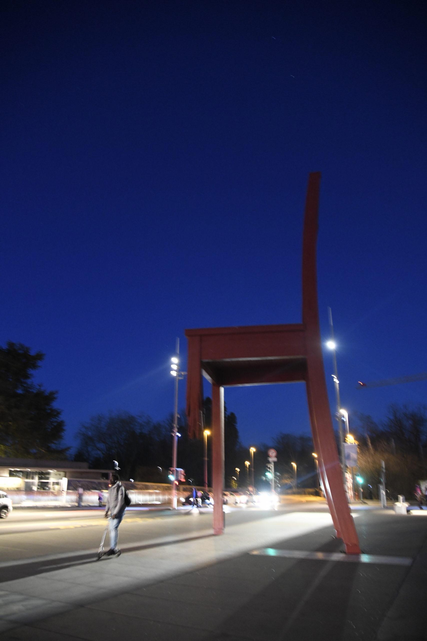 """""""Broken chair"""", Genève"""