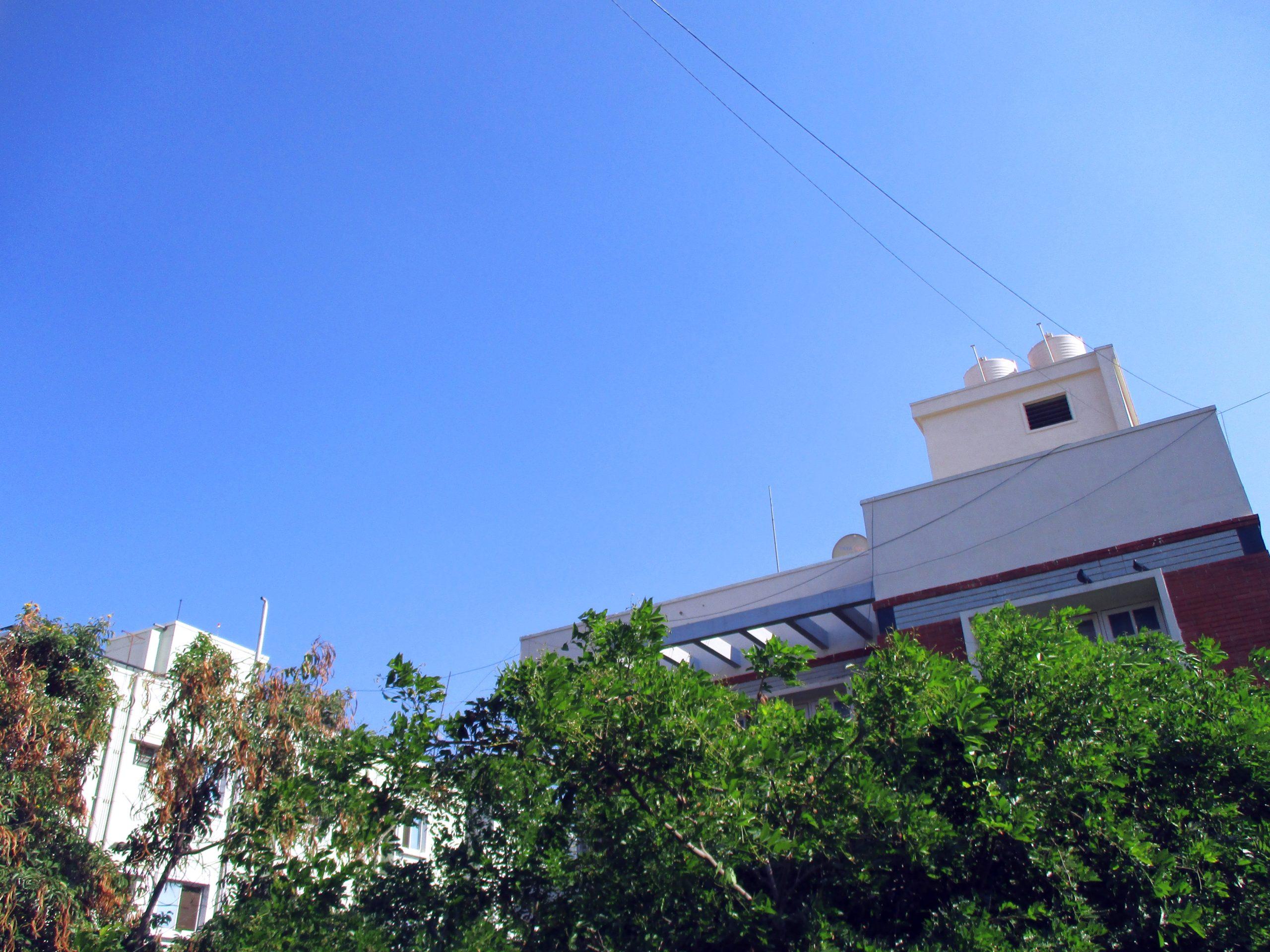 Bangalore med ovanligt blå himmel