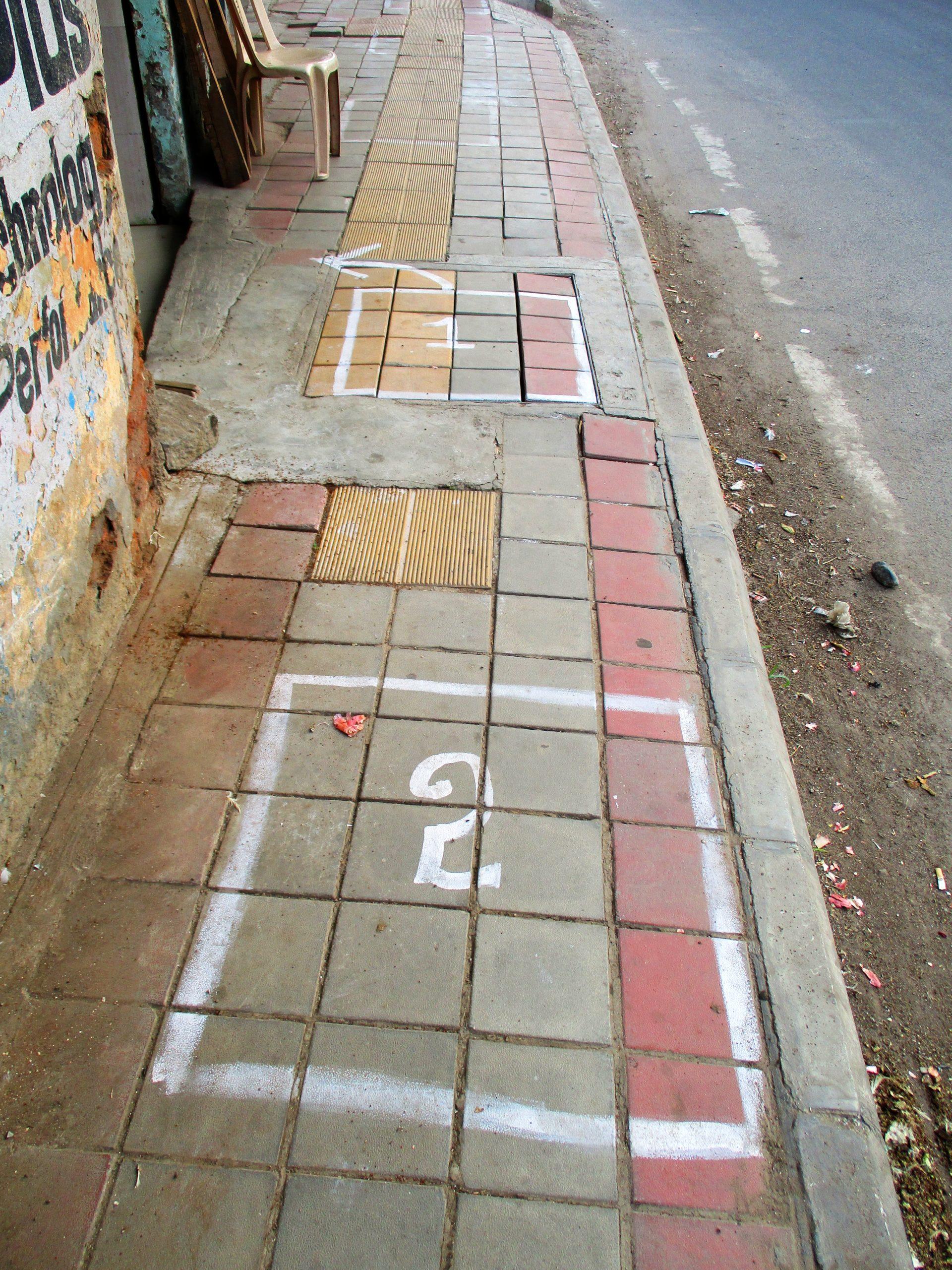 Rutor på trottoar