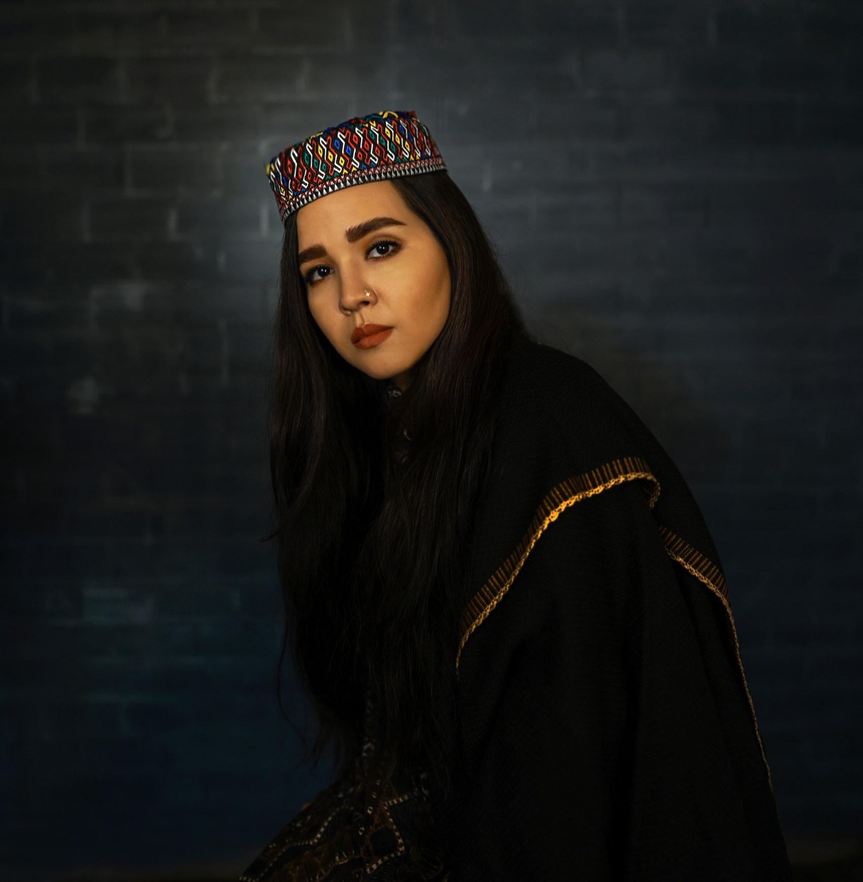 Självporträtt av Fatimah Hosseini.
