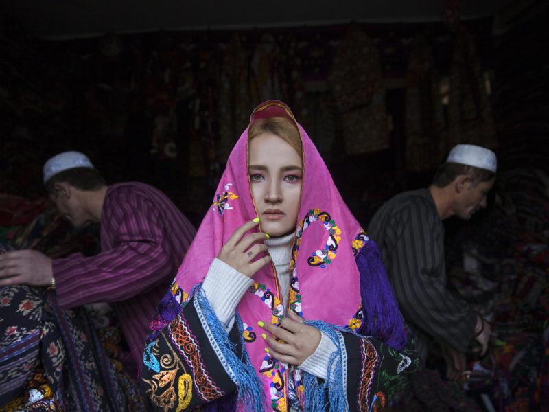 Del i konstnären Fatimah Hosseinis fotoserie Pearl in Oyster. Hon porträtterar en alternativ bild av Afghanistan.