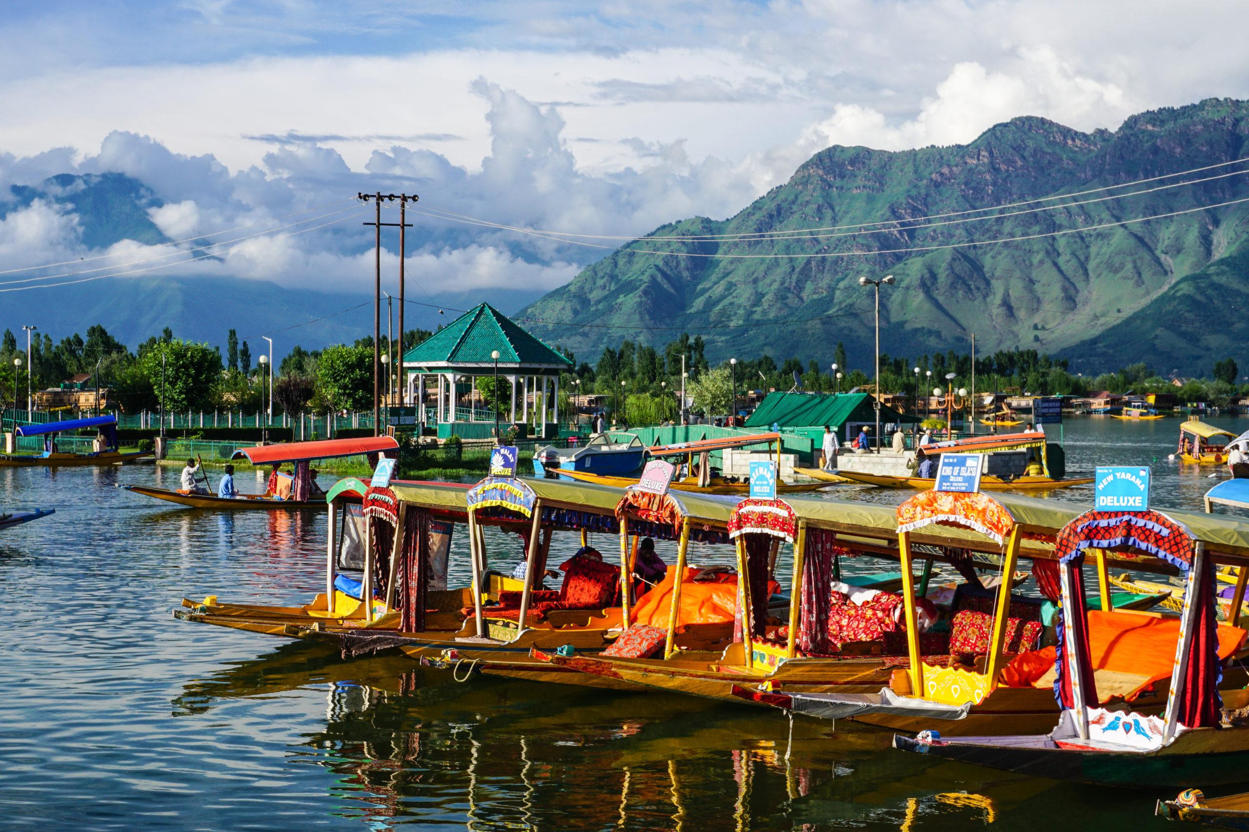 Dal Lake vid Srinagar i det natursköna Kashmir