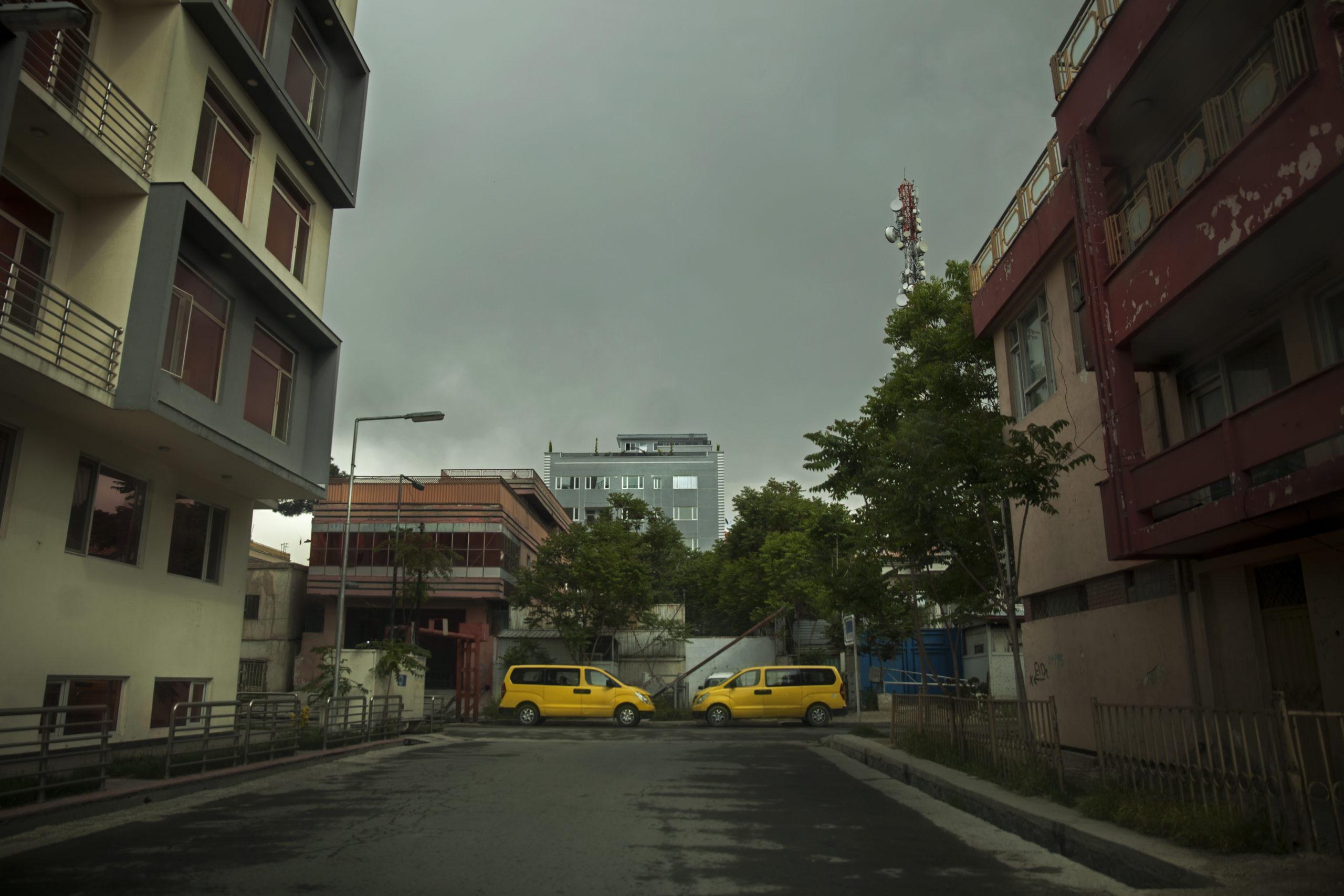 Folktom gata i Kabul under coronapandemin i Afghanistan.